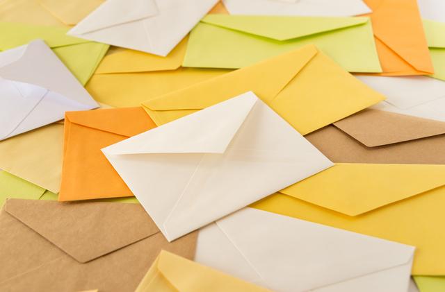 三つ折りの履歴書を封筒に入れるときの正しい向きは?履歴書の三つ折り方法・入れ方を解説 4番目の画像