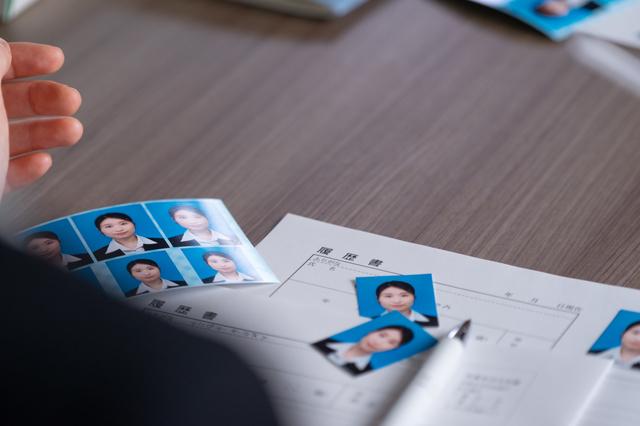 メガネをかけている方が履歴書の写真を綺麗に撮る方法 3番目の画像