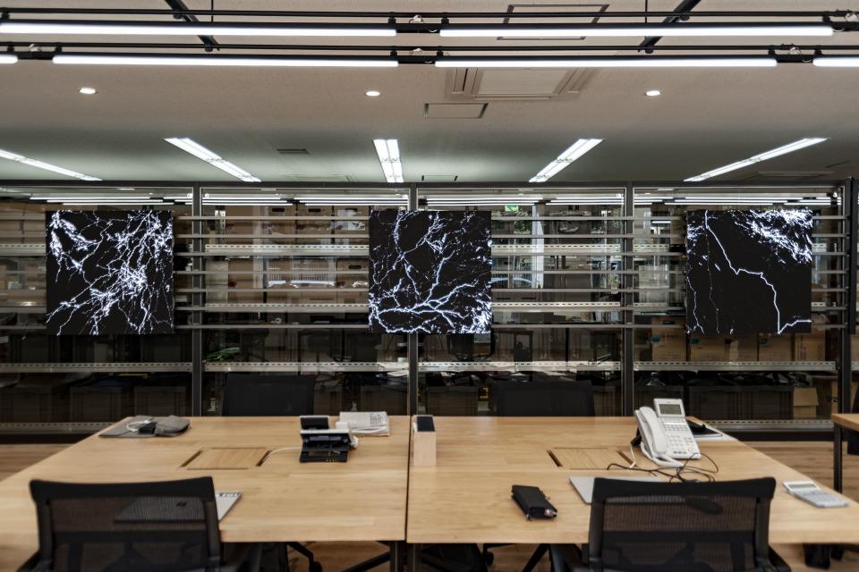 マンネリ化した発想はオフィスのせいかも?!最先端アートが投影される環境で職場を変革する「OFFICE × ART –digital-」プロジェクト 1番目の画像