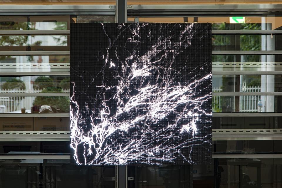 マンネリ化した発想はオフィスのせいかも?!最先端アートが投影される環境で職場を変革する「OFFICE × ART –digital-」プロジェクト 2番目の画像