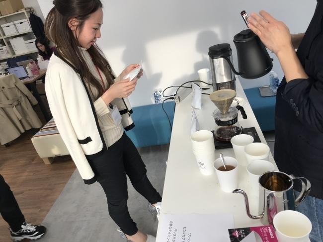 新しい社内コミュニケーションツール「Crack Barista」の誕生!バリスタのハンドドリップコーヒーをオフィス内で楽しむことで職場環境を向上へ 2番目の画像