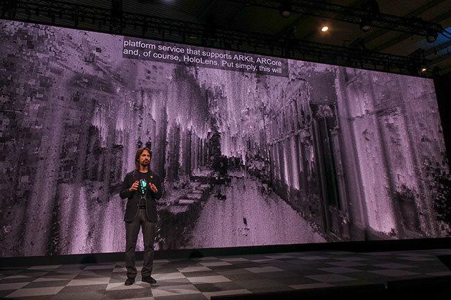 西田宗千佳のトレンドノート:マイクロソフトがHoloLens 2を「モバイル関連展示会」で発表する意味   7番目の画像