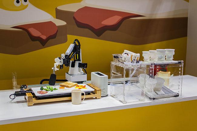 目覚めるとそこにできたての朝食が…。東大生チームが作った「朝食調理ロボット」がSXSWに登場 2番目の画像