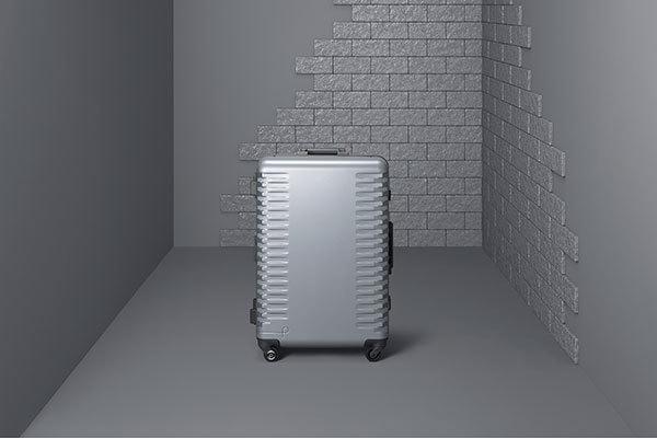 出張の相棒に。ワンタッチで止まる&開けられる国産スーツケースが登場 1番目の画像