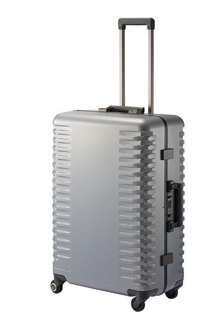 出張の相棒に。ワンタッチで止まる&開けられる国産スーツケースが登場 2番目の画像