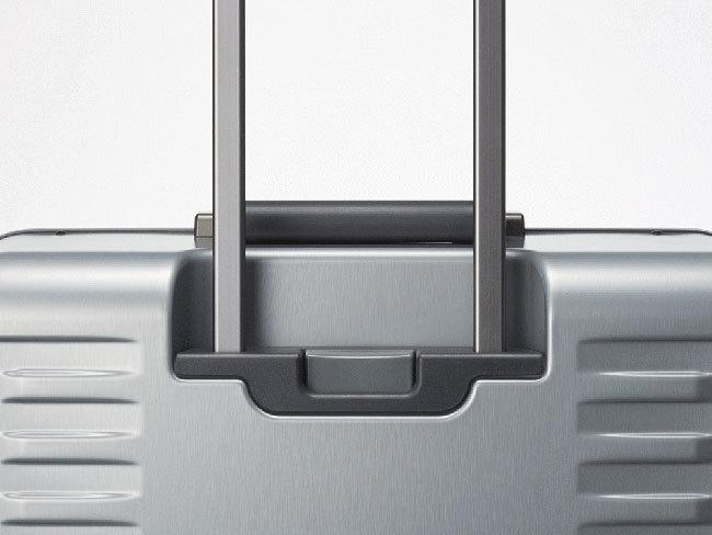 出張の相棒に。ワンタッチで止まる&開けられる国産スーツケースが登場 3番目の画像