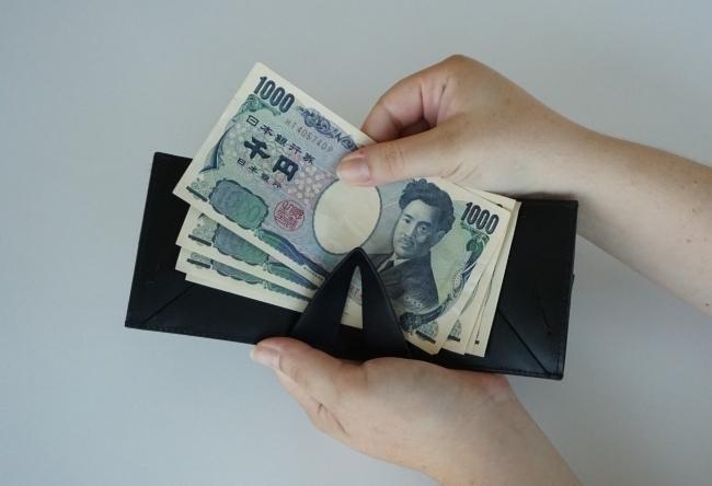 ミニマリストのためのお財布。お札、コイン、カードが入って超薄型の二つ折り財布「Arc Clipfold」 5番目の画像