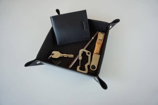 ミニマリストのためのお財布。お札、コイン、カードが入って超薄型の二つ折り財布「Arc Clipfold」 2番目の画像