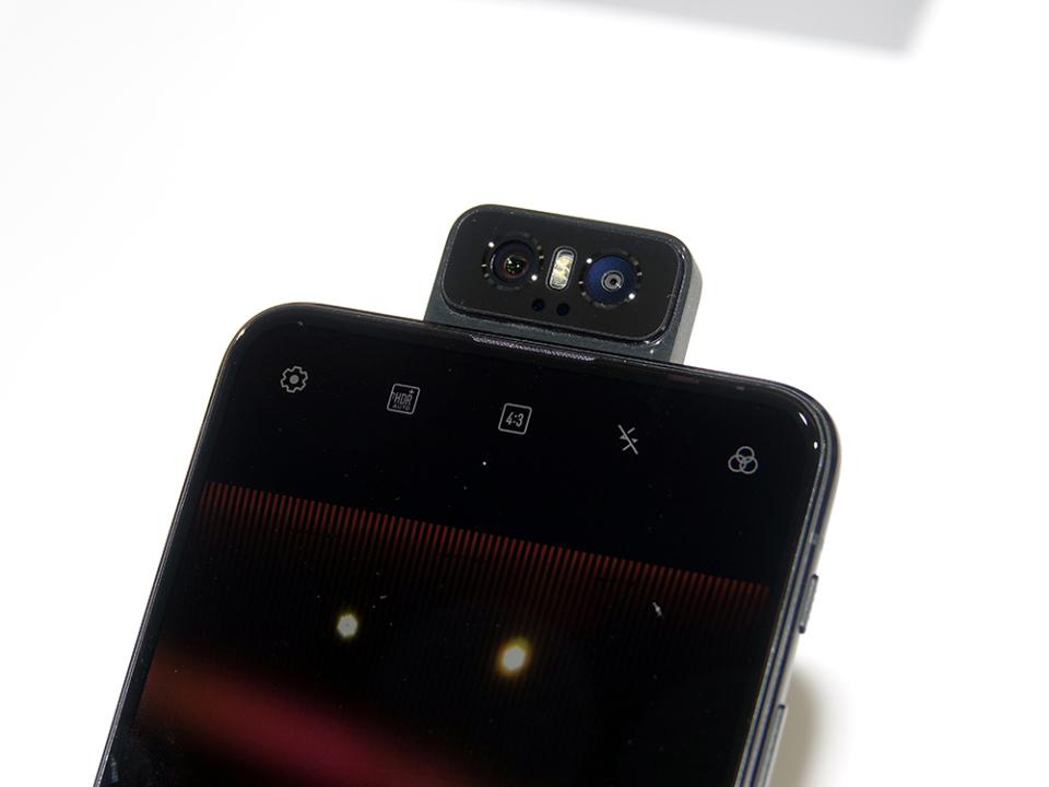 フリップカメラ搭載!ASUSのSIMフリースマホ「ZenFone 6」は意外とコスパがいい!?【石野純也のモバイル活用術】 3番目の画像