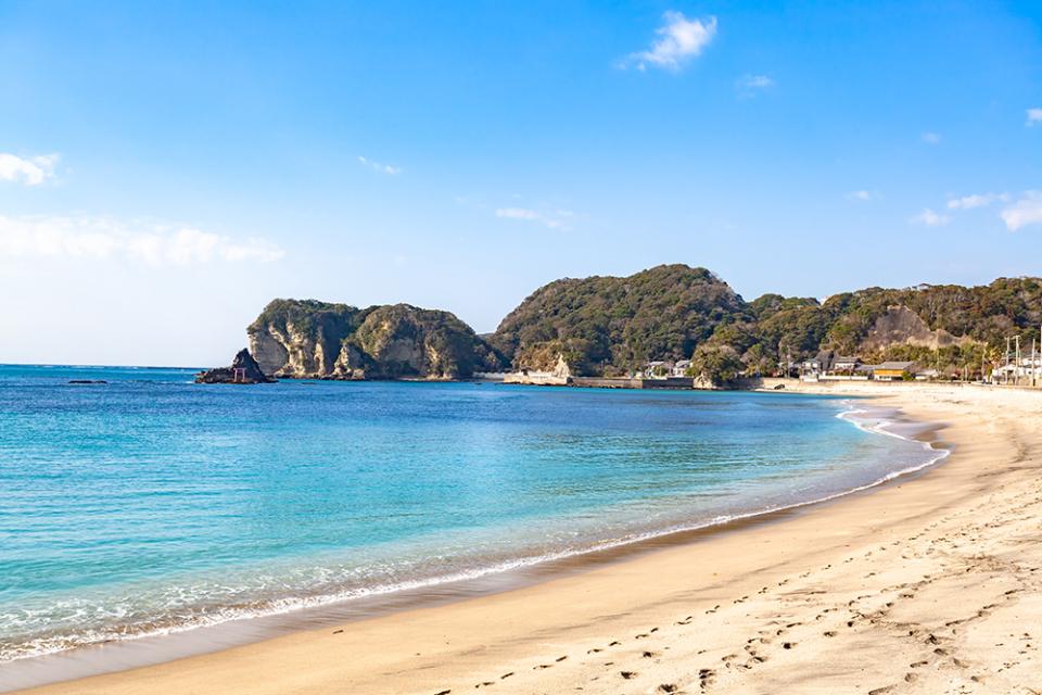 美しすぎる海辺でリモートワーク!日帰り旅行気分で仕事ができる「コワーキングバス」サービスが9月に開始 1番目の画像