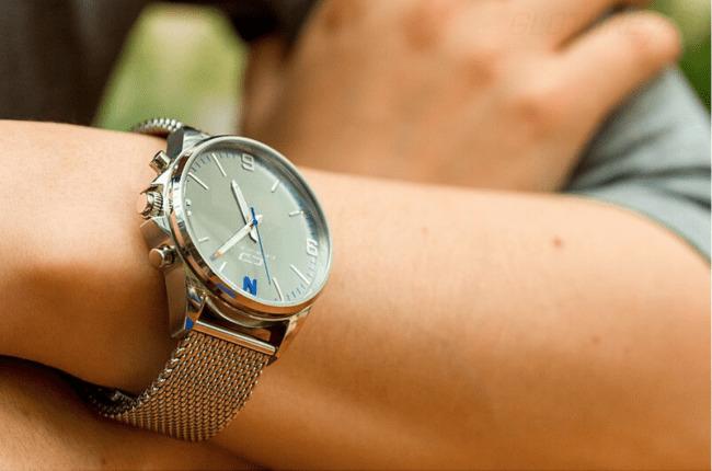 ビジネスマン向けのアナログ時計型スマートウォッチ「OSKRON」、先行予約販売スタート 1番目の画像