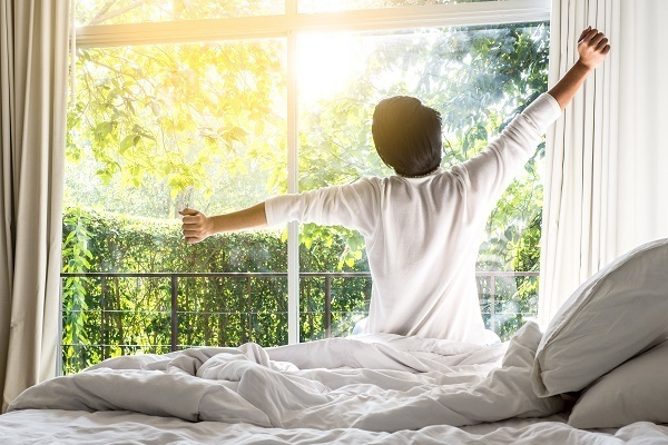 1000万円以上稼ぐ人は「睡眠の質」を意識、半数が寝床でスマホを操作しない|アンファー調査 1番目の画像