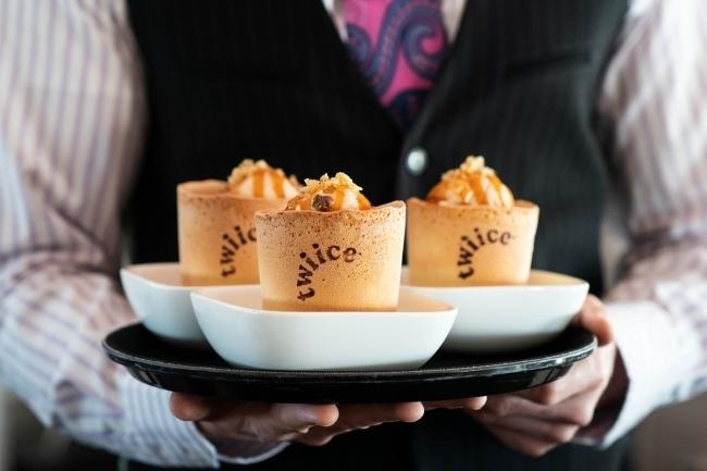 ニュージーランド航空が「食べられるコーヒーカップ」を試験的に導入 1番目の画像