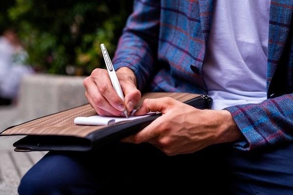 宇宙で使える「インクレスペン」が発売 酸化作用で筆跡を残す 手や袖も汚れない 2番目の画像