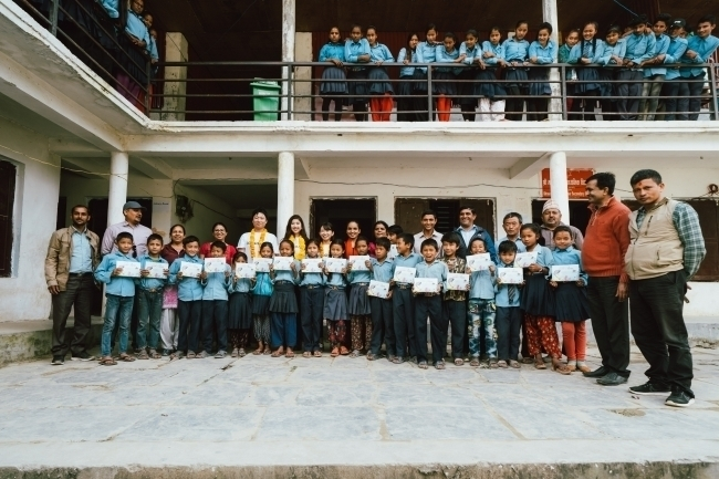 アールイズ・ウエディング、ネパールの学校に図書館を設置 1番目の画像