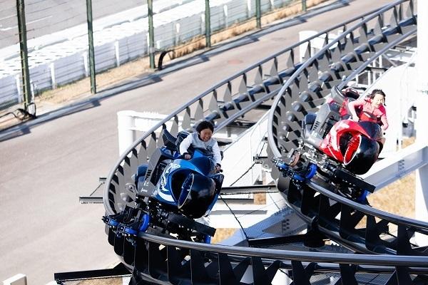 """「心の準備はできたか?Let's Ride!」日本初""""バイク型コースター""""導入に込めた担当者の熱意と原動力 2番目の画像"""