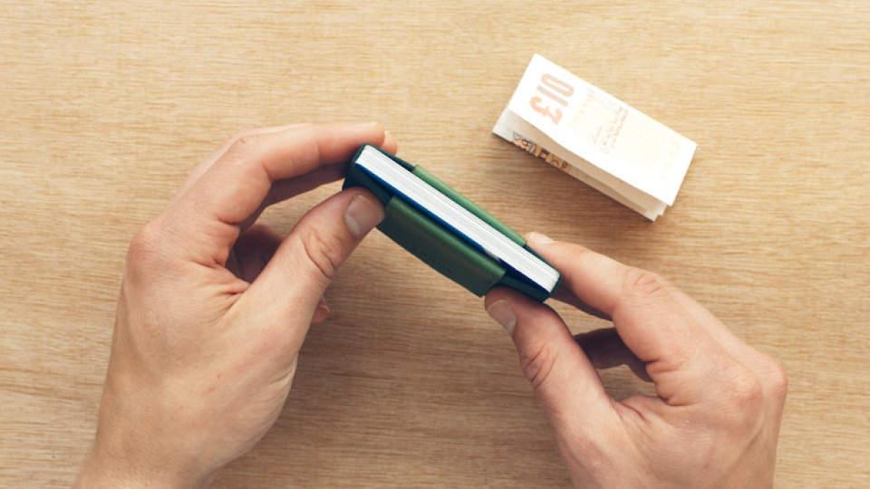 布で挟むだけ!?カード10枚入れても厚さ1cmの超薄い財布が登場 3番目の画像
