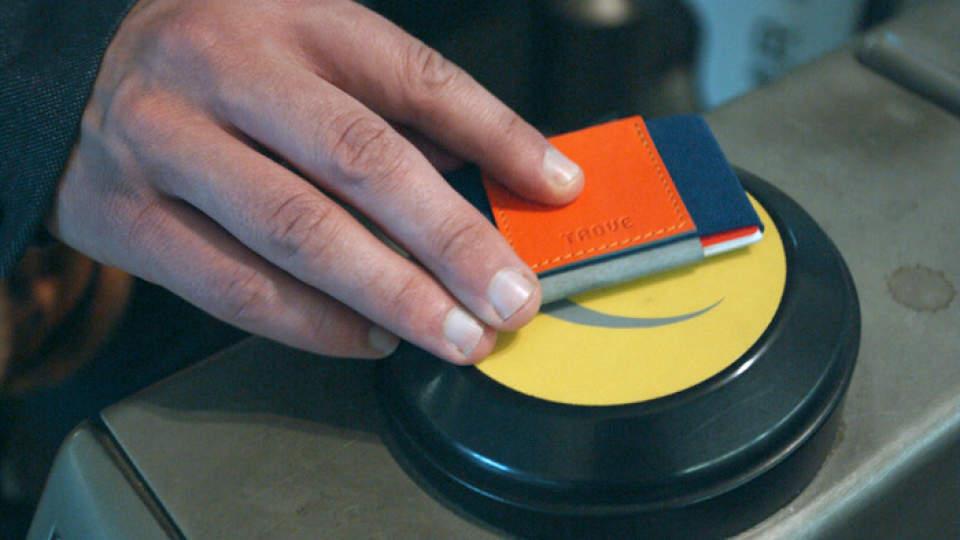 布で挟むだけ!?カード10枚入れても厚さ1cmの超薄い財布が登場 6番目の画像