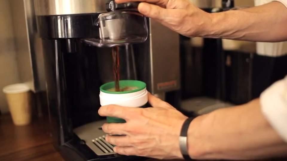 タンブラーじゃ大き過ぎる!潰してポケットに収納できるコーヒーカップ登場 2番目の画像