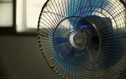 オフィスを快適に!扇風機を使った暑さ対策と覚えておきたいマナー 1番目の画像