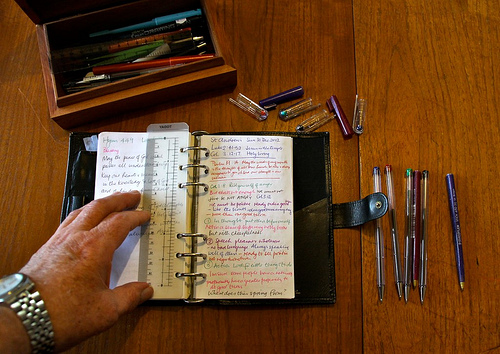 会議中に議事録を取る際の書き方のコツ【ポイントは余白と色分け】 1番目の画像