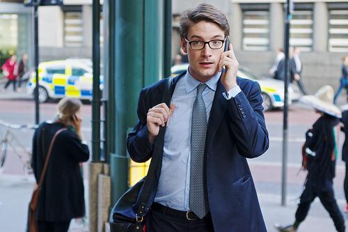 """たったの5分で行える!清潔感のあるビジネスマンになるために実践したい""""スーツ""""の簡単な手入れ方法 1番目の画像"""