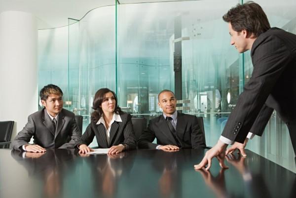 職場の上司との関係でストレスが溜まった際の8つの対策方法