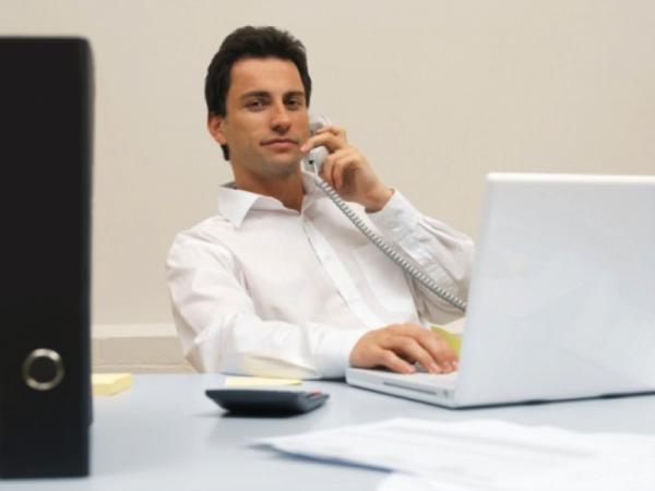 ビジネスシーンにおける電話の取り次ぎ方とは?電話対応で知っておきたい7つのマナー