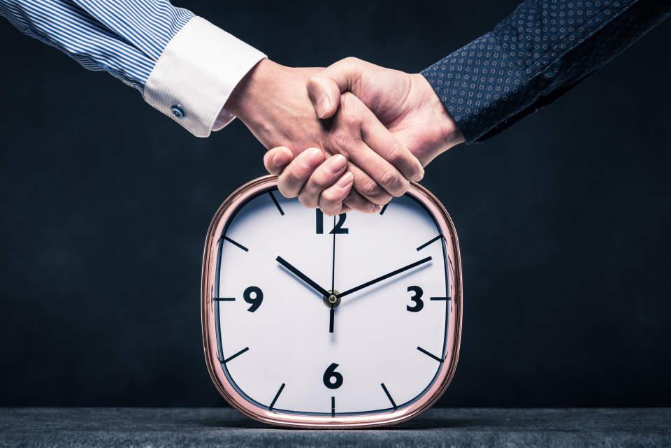 深夜のメール送付はNG?ビジネスメールを送る時間帯に関するマナー
