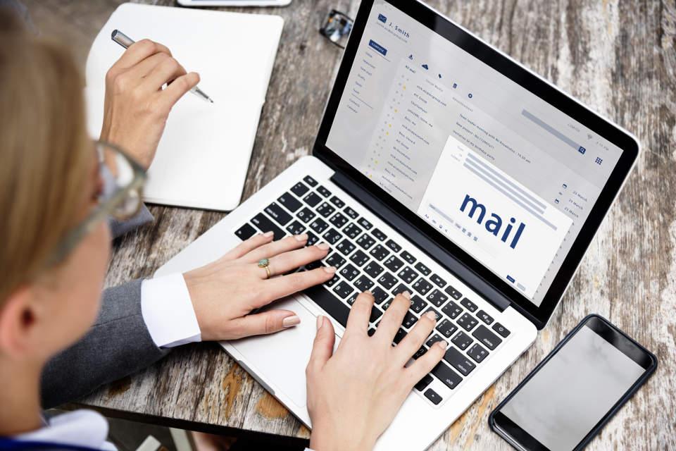 英語のビジネスメールで気をつけたい「改行」の3つのポイント