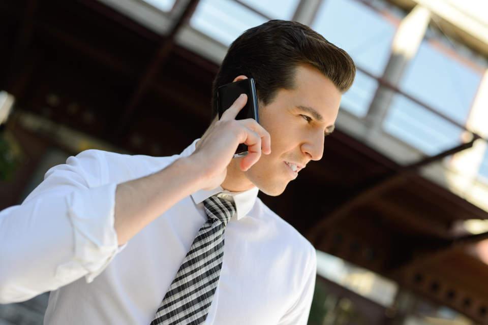 【例文で確認】英語の電話対応で使えるビジネス英語フレーズ集