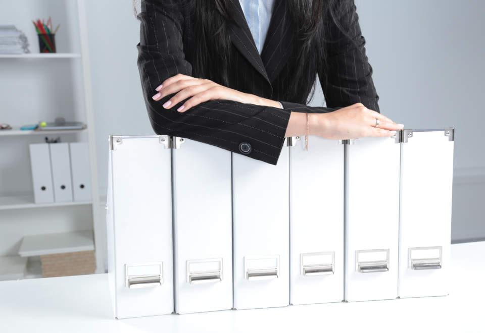 賢く名刺管理&整理する方法【アナログ/デジタル別】|仕事で役立つ人脈を築くコツとは?