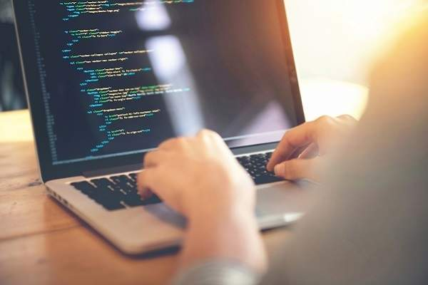 スマホアプリ開発専門のプログラミングスクールが開校、アプリ完成がゴール・即戦力に