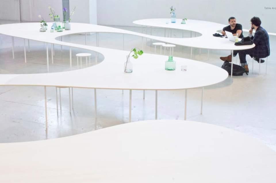 置くだけでスマホの充電が可能!オランダが生んだ驚きの会議用テーブル「Cloud Table」 2番目の画像