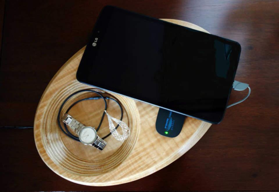 これは家具ですか?いいえ充電器です。ワイヤレス充電器「Pond」がスタイリッシュ過ぎる 5番目の画像