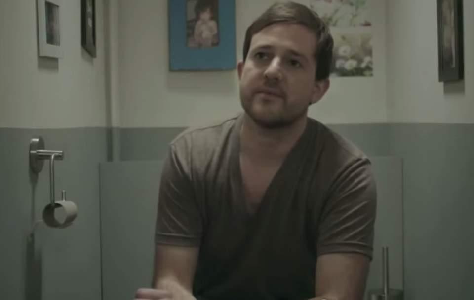 ドヤ顔で「紙は不要、タブレットで十分」という方へ!ペーパーレス信仰をうまく皮肉ったCM動画 4番目の画像