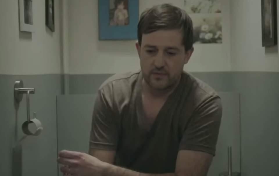 ドヤ顔で「紙は不要、タブレットで十分」という方へ!ペーパーレス信仰をうまく皮肉ったCM動画 6番目の画像