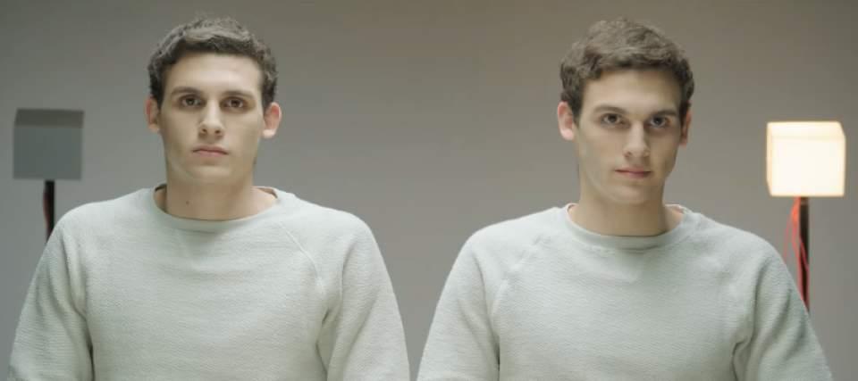 「ガムを噛んでる噛んでないでは、どちらが好印象?」一卵性双生児を使ったガムメーカーの社会実験 3番目の画像