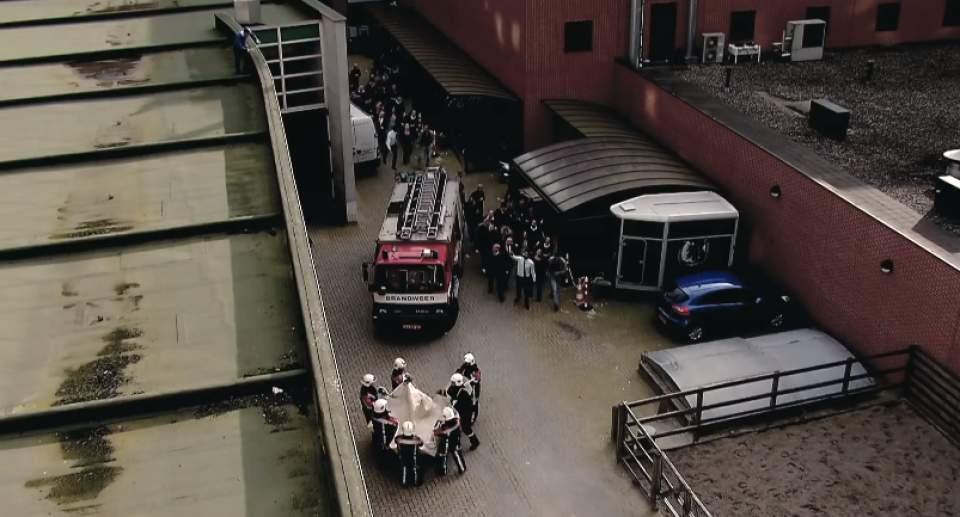 「手を握られ、面接官が倒れ、救助活動に立ち向かう」世界中が驚愕したハイネケンのドッキリ採用面接 9番目の画像