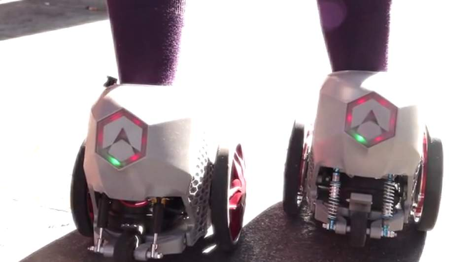 【動画】マンガの世界がすぐそこに!靴に装着し、時速20kmで走行する電動スケーター登場 3番目の画像