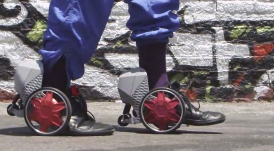 【動画】マンガの世界がすぐそこに!靴に装着し、時速20kmで走行する電動スケーター登場 4番目の画像