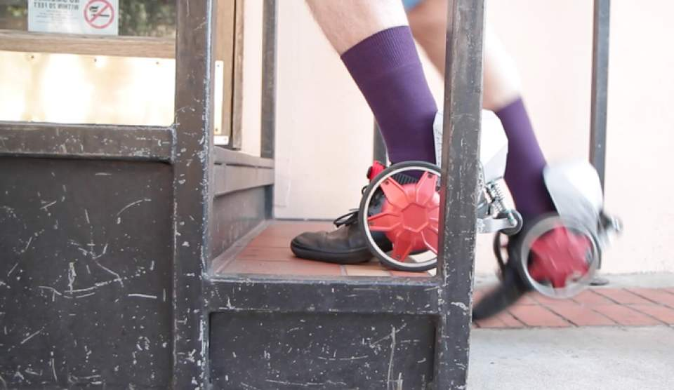 【動画】マンガの世界がすぐそこに!靴に装着し、時速20kmで走行する電動スケーター登場 5番目の画像