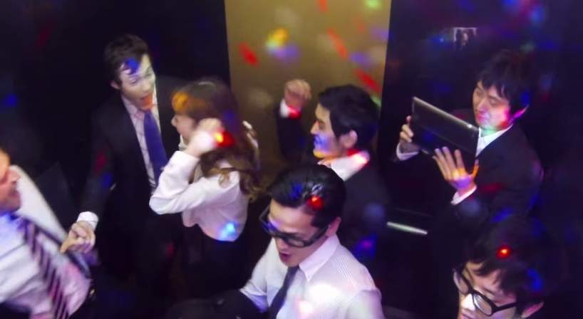 「エレベーターの中がパーティー会場に」髪のいい匂いが引き起こしたドッキリがスゴすぎる 6番目の画像