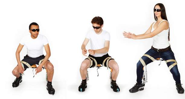 空気椅子なのに疲労0!どこでも座れる外骨格ウェアなチェアレス・チェアが画期的過ぎる 1番目の画像