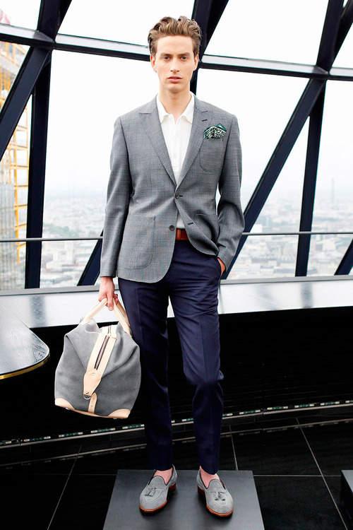シューズとバッグの色を合わせるだけ!ちょっとした意識で普段のビジネスカジュアルが変わる 4番目の画像