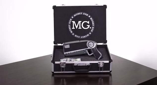銃にお札をセット、引き金を引くと噴射!おバカなおもしろガジェット「The Money Gun」 1番目の画像