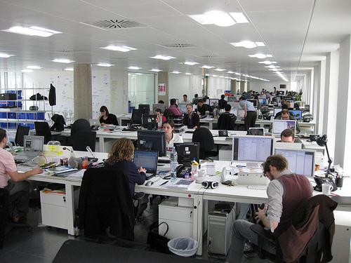 明るい雰囲気の職場を作る!ベストなコミュニケーションを取るための挨拶のビジネスマナー 1番目の画像