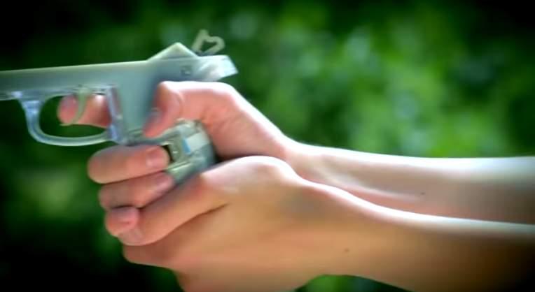 17歳の高校生が平和のために考えた銃の指紋認証システムがすごすぎる。 4番目の画像