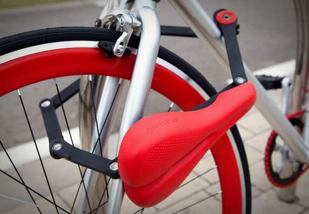 サドルが変形して自転車のチェーンロックに!?逆転の発想から生まれた「SEATYLOCK」 1番目の画像