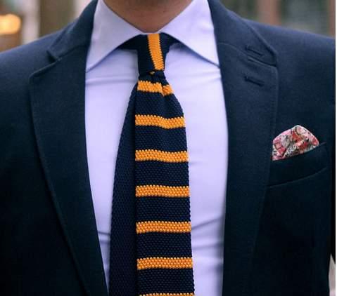 どのシャツに合わせるのがベスト?ビジネスマンなら知っておきたい、ニットタイの着こなしのいろは 3番目の画像